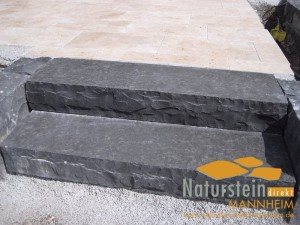 Basalt Blockstufen Sandokan Rustika